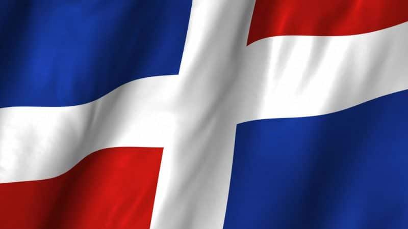 Dominicanos NY protestan por uso bandera sin escudo