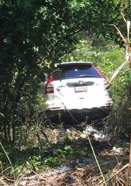 Encuentran cadáver interior yipeta en Jarabacoa