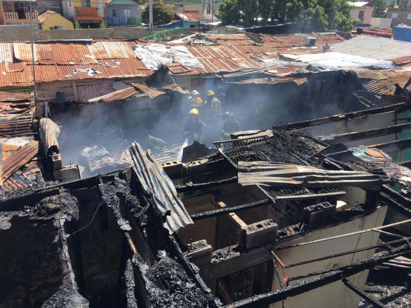 Incendio destruye viviendas en El Ejido de Santiago