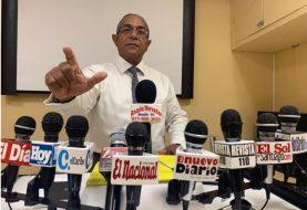 Demanda quitar nombre de su padre seccional PLD-NY; seguirán a Leonel
