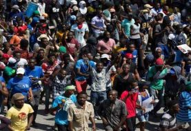 Reclaman en Haití salida de Jovenal Moise