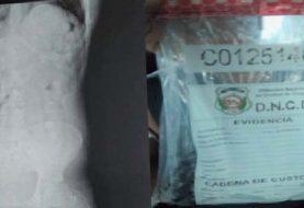 Atrapan venezolano en el AILA con 84 bolsitas de cocaína