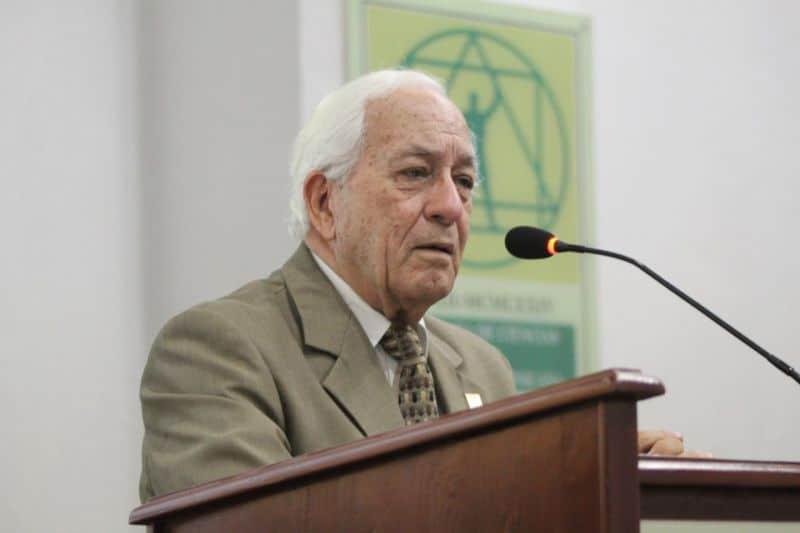 Luis Scheker Ortiz reelecto como presidente Academia de Ciencias
