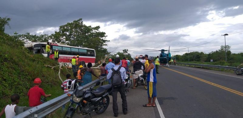 Un muerto y 23 heridos accidente autopista Juan Pablo II