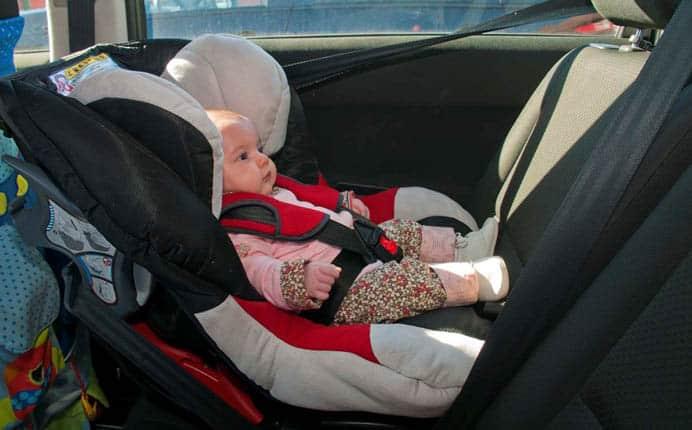 Nueva ley en NY obliga conductores llevar asientos seguridad niños