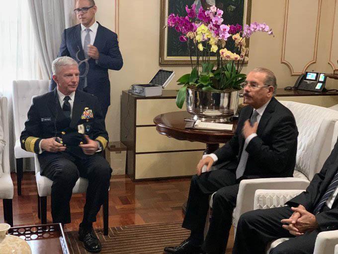 Jefe Comando Sur EE.UU. se reúne con Danilo Medina