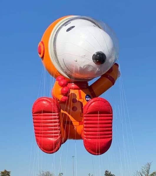 Los globos vuelan en el del desfile de Macy's
