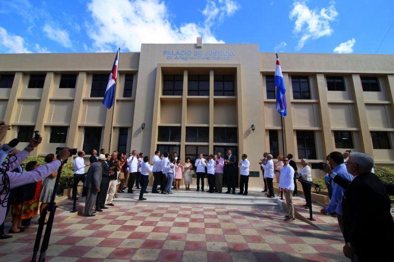 Palacio Justicia Moca lleva nombre de Artagnan Pérez Méndez