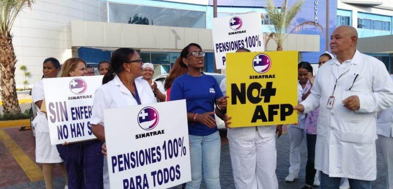Enfermeras paralizan labores en hospitales