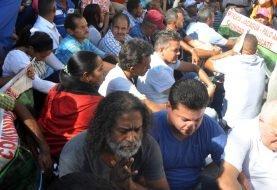 Padre Nino Ramos y residentes en Jacagua y Palo Alto siguen protesta