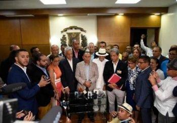Inscriben candidatura Leonel Fernandez en la JCE