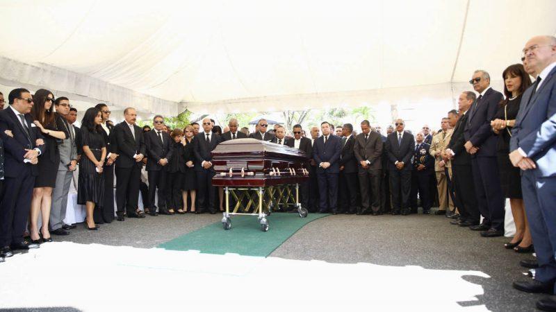 Sepultan restos del padre de Danilo Medina