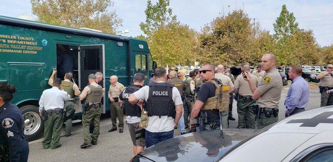 Un muerto y 2 heridos tiroteo escuela secundaria en Santa Clarita