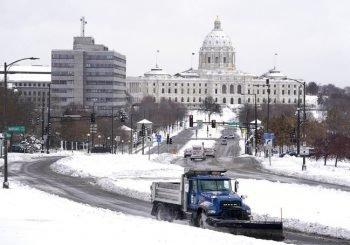 Esperan más lluvias y nieve por tormenta invernal en EEUU