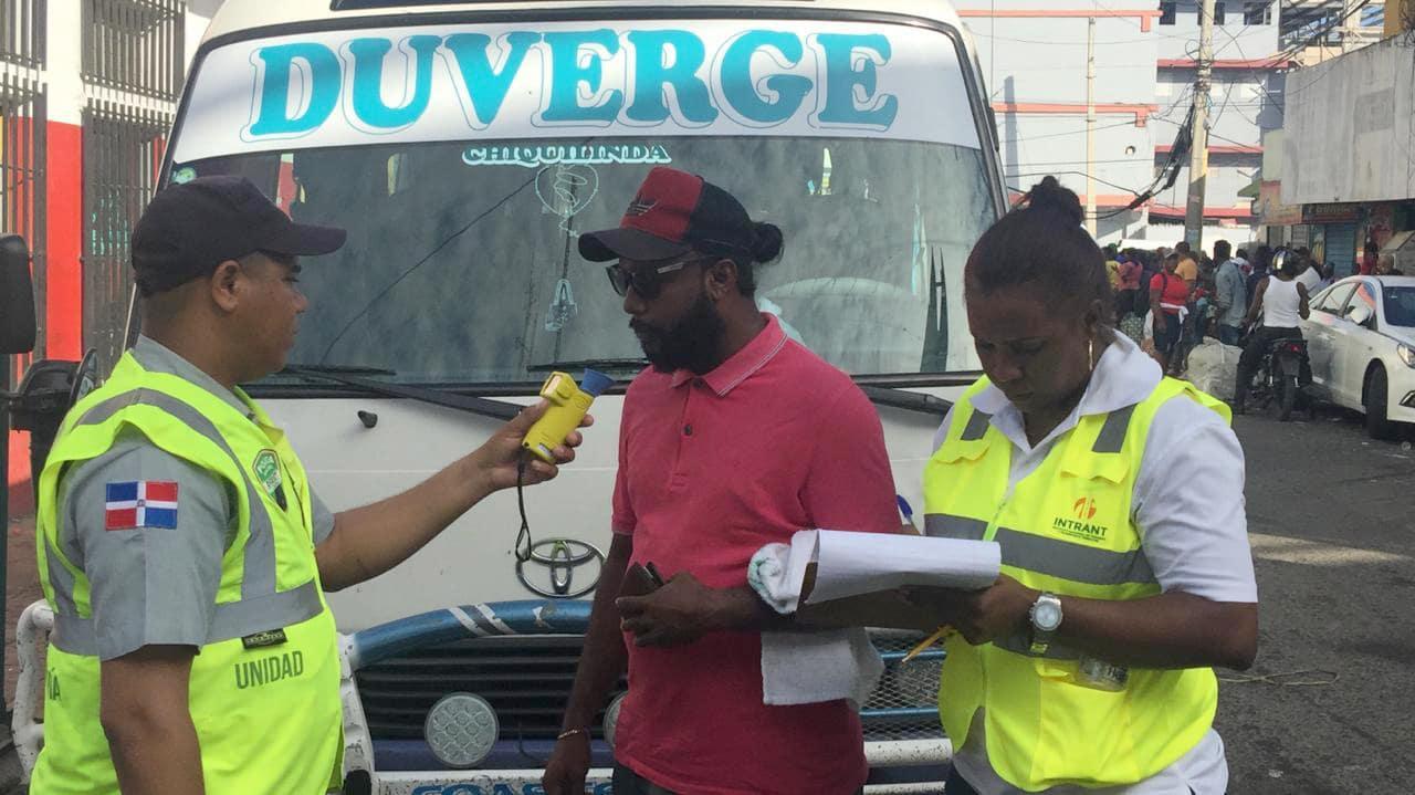 Digesett realizan pruebas de alcoholemia en paradas de transporte
