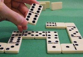 Dispara a la cabeza a un hombre durante juego de dominó