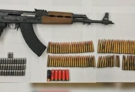 NYPD ocupa en Queens, NY,  a hispano fusil AK-47