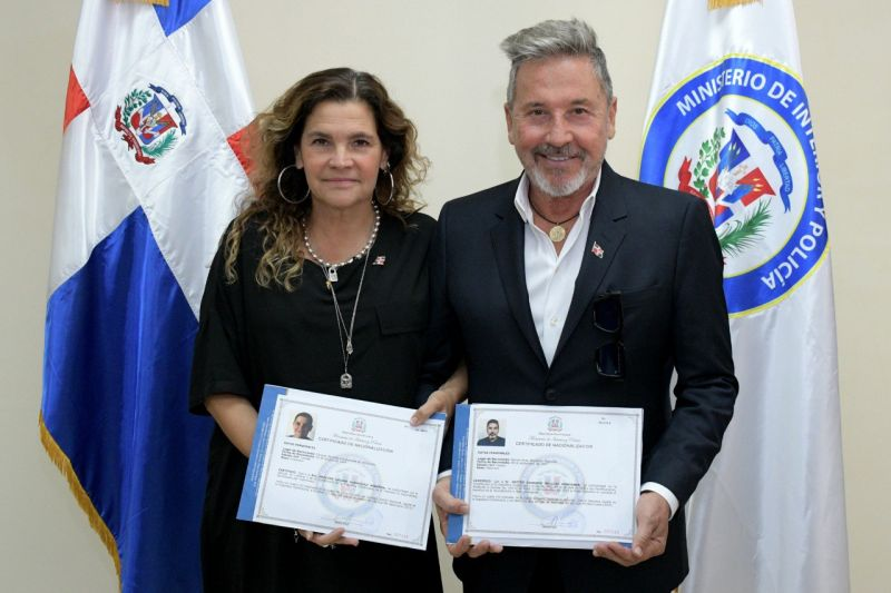 Ricardo Montaner jura como ciudadano dominicano