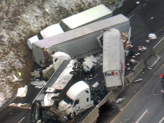 Al menos 5 muertos en accidente en una autopista de Pensilvania