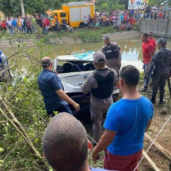 accidente vehículo cayó a canal