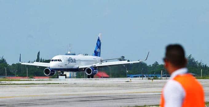 EEUU impone más restricciones viajes aéreos a Cuba