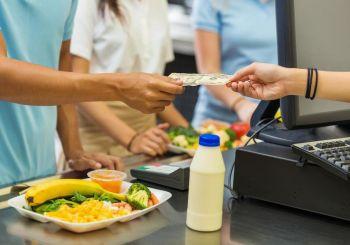 Autoridades NY obligarán negocios aceptar pagos en efectivo
