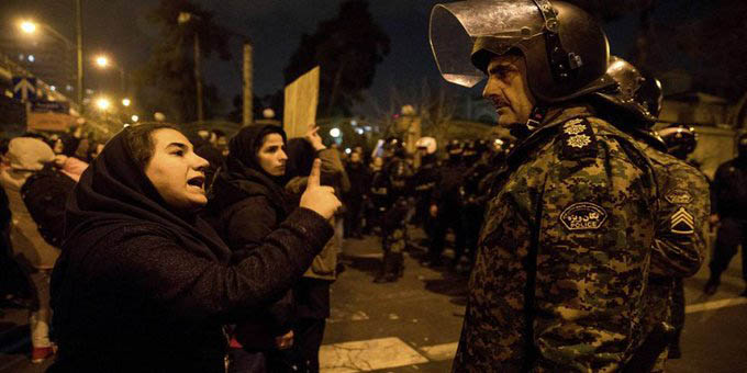 Encendidas protestas Irán por derribo de avión