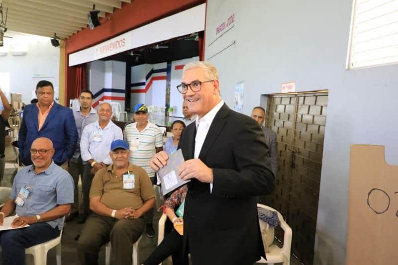 Gonzalo Castillo felicita a ganadores elecciones municipales