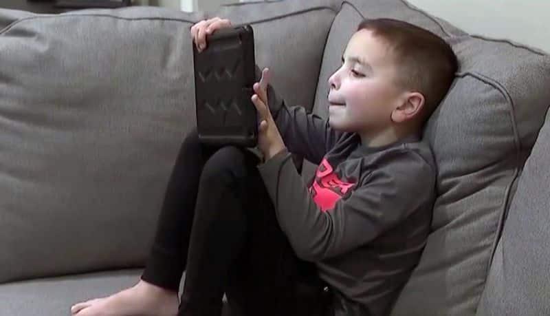 Le niegan primera comunión a niño autista