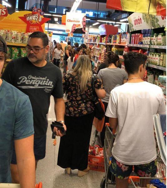 Dominicanos NYC abarrotan supermercados