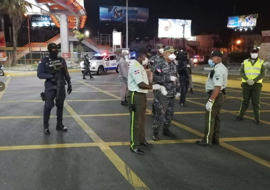 Danilo Medina extiende horario toque de queda