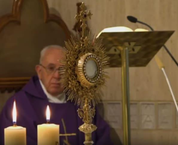 Papa critica a los que negocian ante pandemia coronavirus