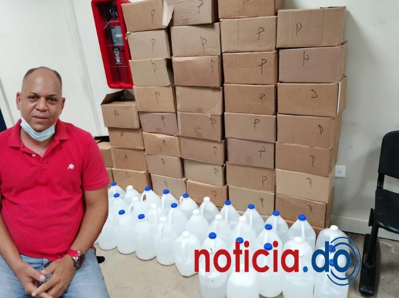 Desmantelan fábrica de bebidas adulteradas en Santiago