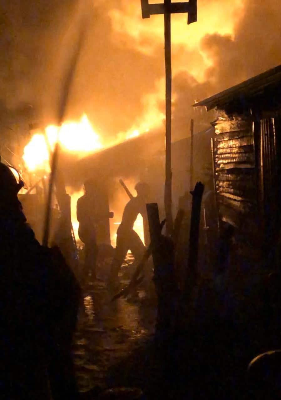 Incendio destruye 5 viviendas en Laguna Salada