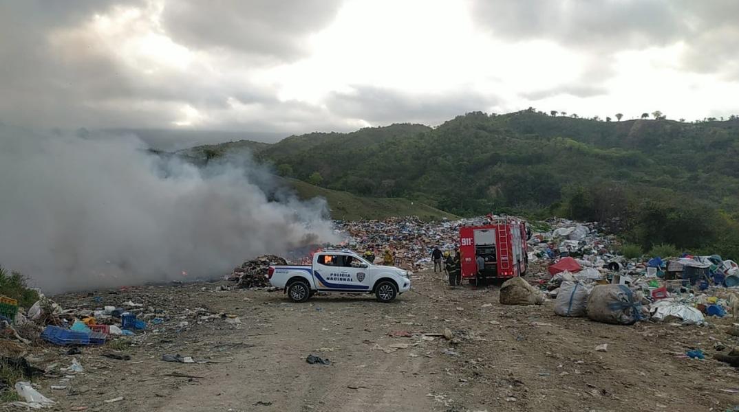 Incendio afecta vertedero Guazumal en Tamboril