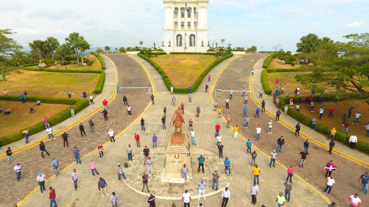 Choferes Santiago recuerdan Día Internacional del Trabajo
