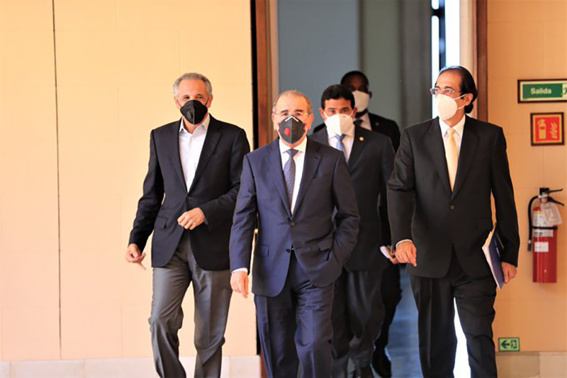 Danilo Medina consulta sobre reapertura económica