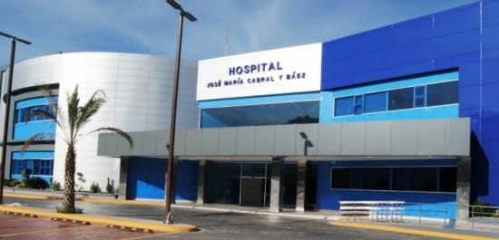 Fachada del Hospital Regional Universitario José María Cabral y Báez