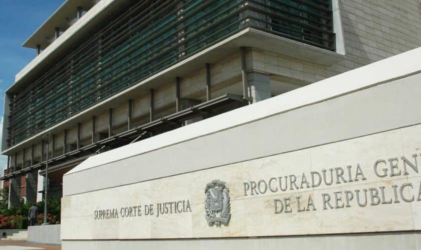 Acusan de robo a empleada de la Procuraduría - Noticia.do