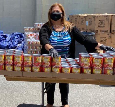 Por el covid-19 entrega comida en El Bronx