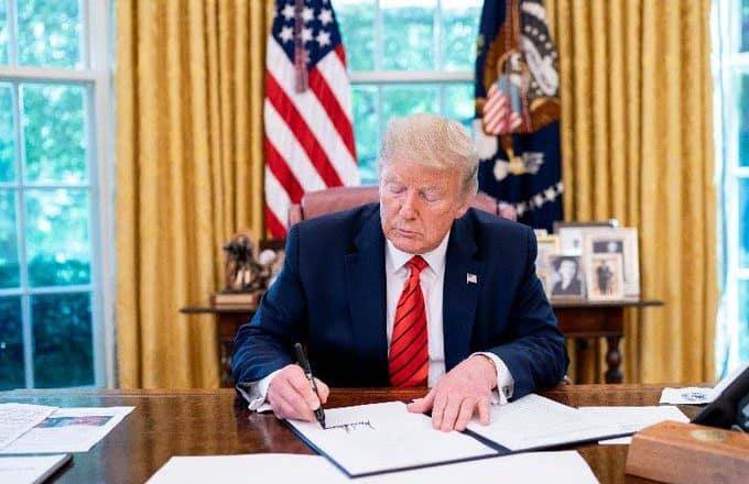 Trump congela la emisión de nuevos visados de trabajo