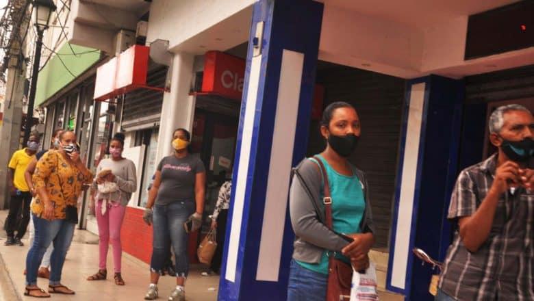 Se multiplica uso mascarillas en centro de Santiago