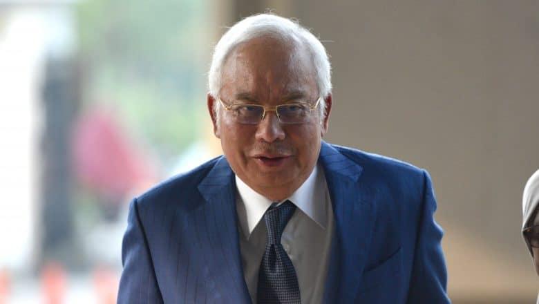 Sentencian a exprimer ministro Malasia a 12 años de cárcel por corrupción