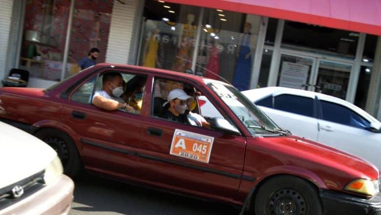 Minibuses y carros de concho siguen transportando pasajeros sin control