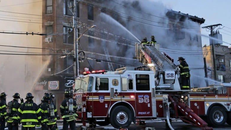 Fuego deja 14 heridos y varias familias sin hogar en El Bronx