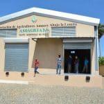 Productores aguacate y artesanos de cigarros reciben centros de acopio