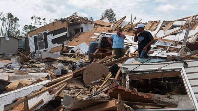 Huracán Laura mató a seis personas