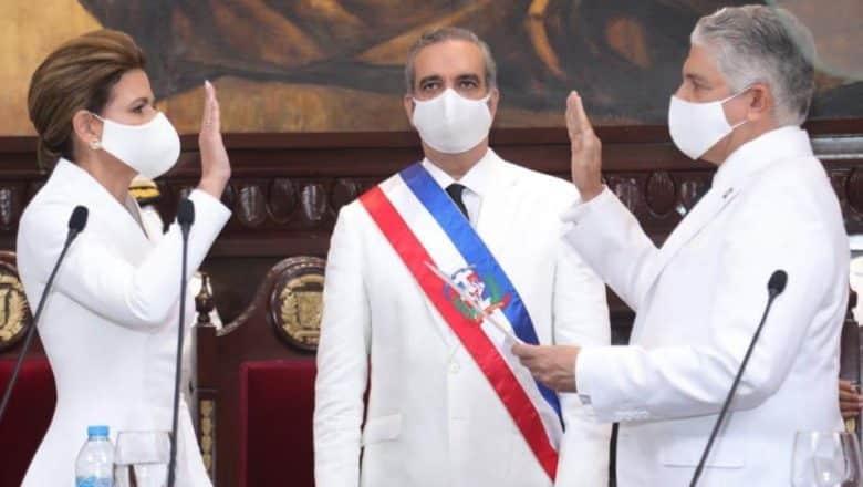 Abinader promete enfrentar pandemia y corrupción