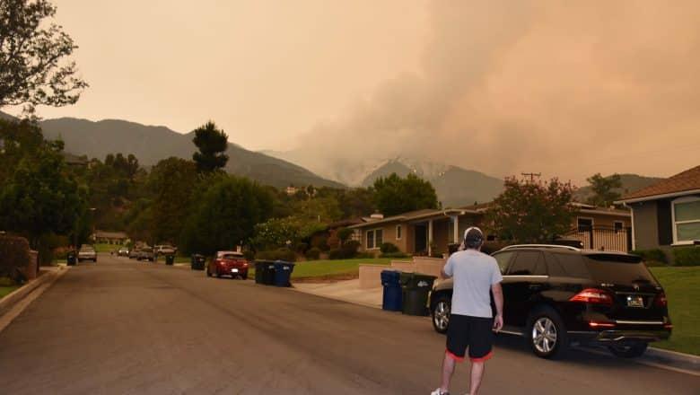 Incendios forestales continúan en sur de California y afectan calidad de aire