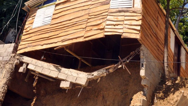 Construyen casas en zonas vulnerables para alquilar